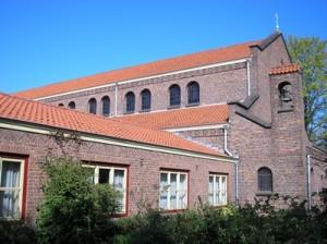 Zijaanzicht kerk