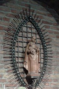 Mariabeeld in zijbeuk Dominicuskerk